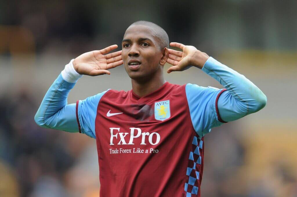Il calciomercato di Premier League riporta Ashley Young all'Aston Villa